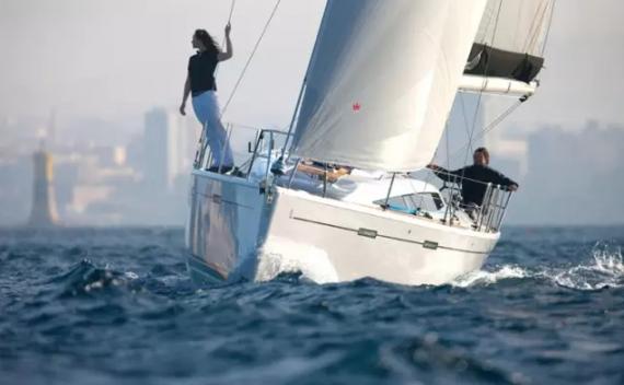 帆船中的保时捷–黛勒Dehler 38